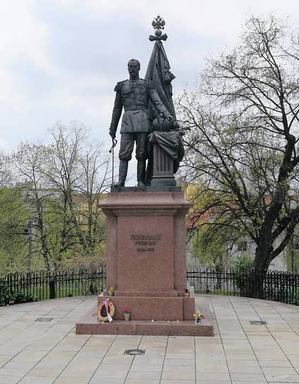 На памятнике последнему российскому императору можно прочесть его слова: «Все мои усилия будут направлены к соблюдению достоинства Сербии… Ни в коем случае Россия не останется равнодушной к судьбе Сербии»