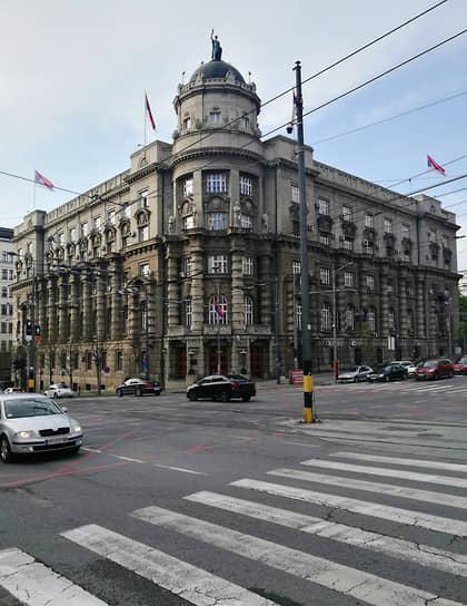 Бывшее здание министерства финансов. Построено в 1926-1928 годах по проекту Николая Краснова, в 1938 году достроено по его же проекту. Было повреждено во время натовской бомбардировки 1999 года, впоследствии восстановлено. В настоящее время в здании работает правительство Сербии