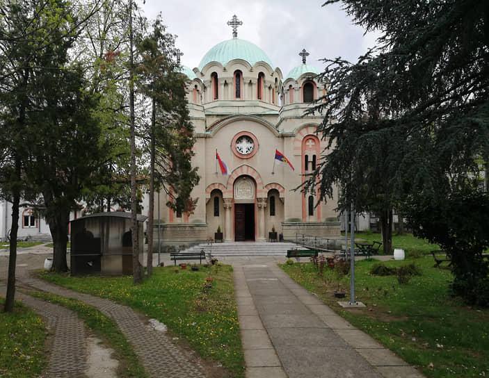 Cербская православная церковь Святого архангела Гавриила была построена Григорием Самойловым в пределах пешей досягаемости от многих частных домов его же постройки