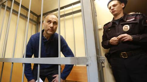 Бывшему вице-губернатору Петербурга предложили ответить за «Газпром-Арену»  / Прокуратура просит отправить Марата Оганесяна в колонию на 16 лет