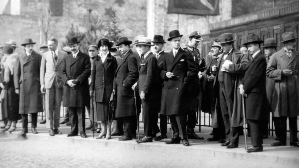 «Было совершенно излишне приглашать дипломатов (на фото) на торжество 1-го мая»