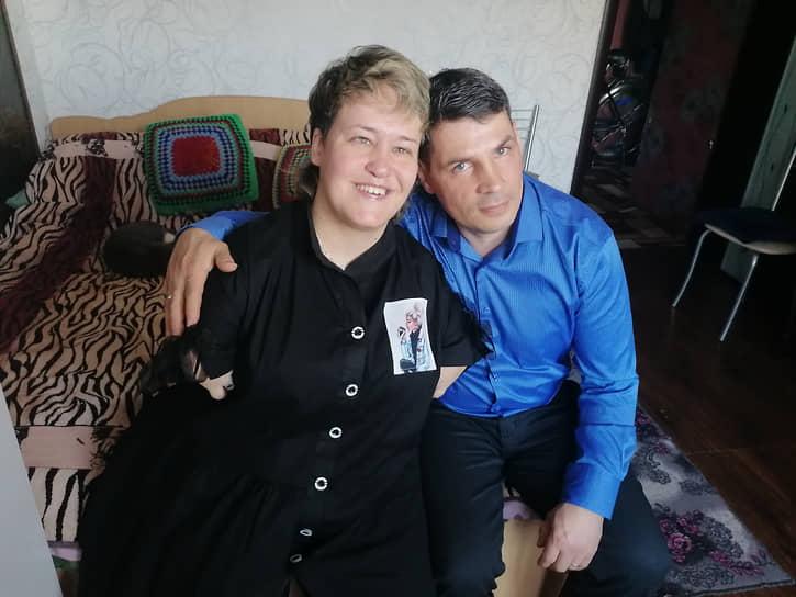 Оля Черепанова и Саша Максимочкин вскоре после венчания ушли из интерната на квартиру