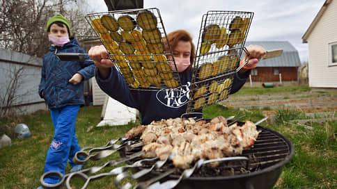 Мясо подгорает на мангале // Цены на баранину и свинину растут к майским праздникам
