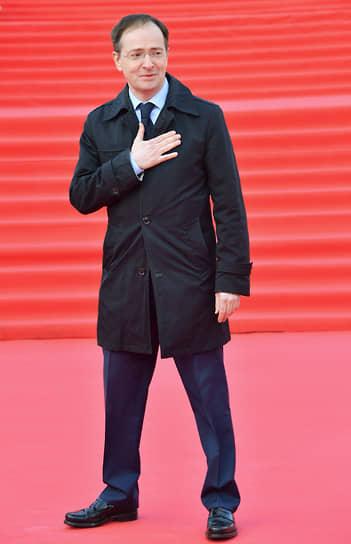 Помощник президента России Владимир Мединский на красной дорожке перед началом церемонии закрытия Московского международного кинофестиваля