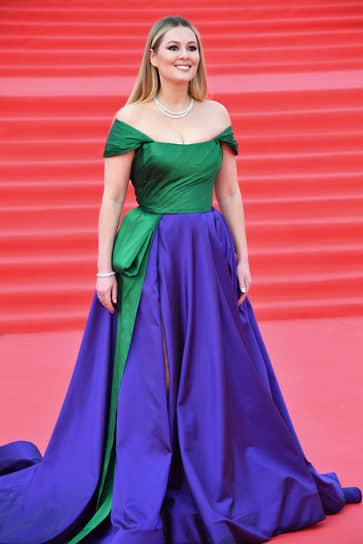 Актриса Мария Кожевникова на красной дорожке перед началом церемонии закрытия Московского международного кинофестиваля