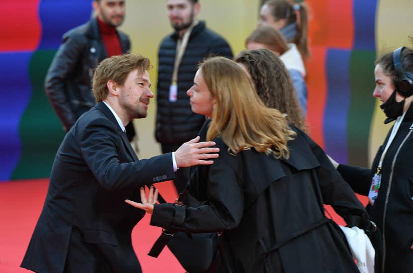 Актер Александр Петров на красной дорожке перед началом церемонии закрытия Московского международного кинофестиваля