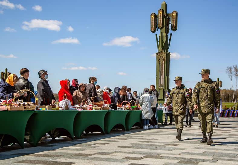 Освящение пасхальных куличей и яиц в главном храме Вооруженных сил РФ в Одинцово в Подмосковье
