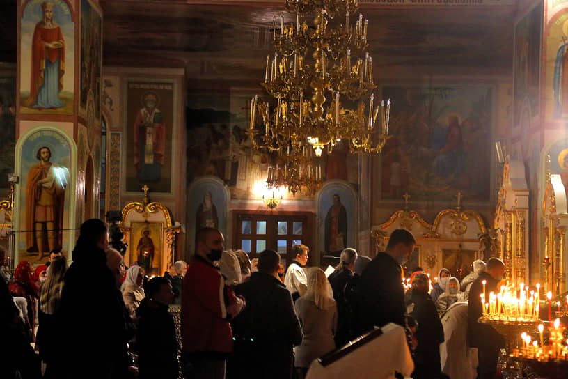 Пасхальное богослужение в Воскресенском кафедральном соборе в Твери