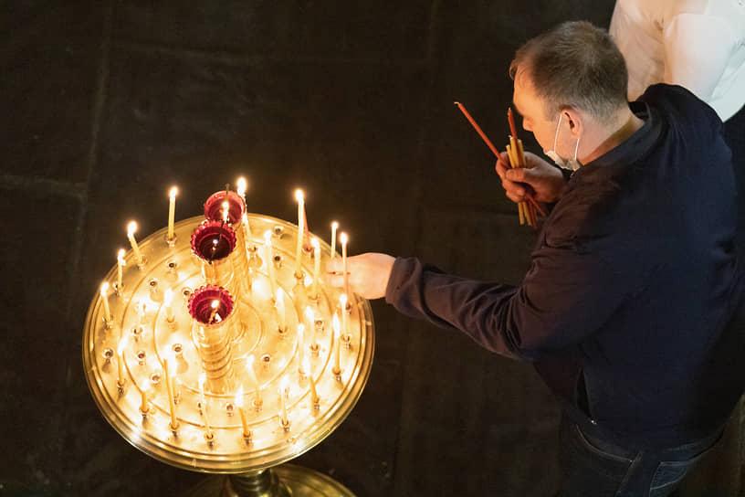 Пасхальное богослужение в Благовещенском соборе в Казани