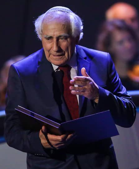 Борец за права советских евреев Иосиф Бегун неоднократно был судим и отбывал сроки в местах лишения свободы. В марте 1977 года был арестован и обвинен в тунеядстве. На суде Бегун пытался доказать, что преподавание иврита является трудовой деятельностью, но в итоге был сослан на два года в Магаданскую область