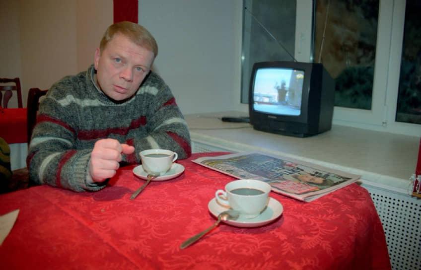 Актер Николай Годовиков, известный по роли красноармейца Петрухи в «Белом солнце пустыни», был осужден за тунеядство на один год. В официальной биографии артиста есть упоминание о том, что в 1977 году он едва не погиб в драке с соседом по коммуналке. Полученные травмы не позволяли Годовикову работать, и в 1979 году он попал в тюрьму. Позже был еще дважды осужден за кражу