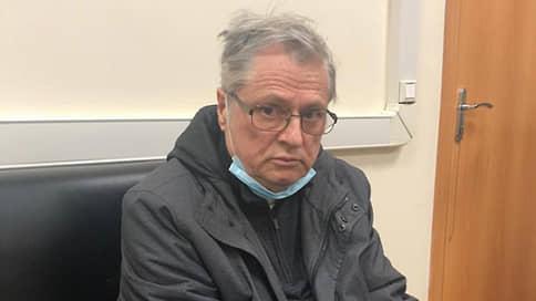 Разработчик «Бурана» не добрался до камеры  / Обвиняемый в убийстве ученый разбил голову в СИЗО, пытаясь разобраться с видеонаблюдением
