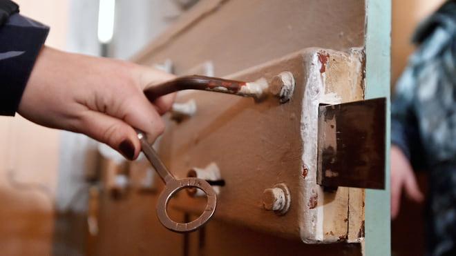 СИЗО закрыли двери для родственников  / Правозащитники раскритиковали законопроект о длительных свиданиях для осужденных