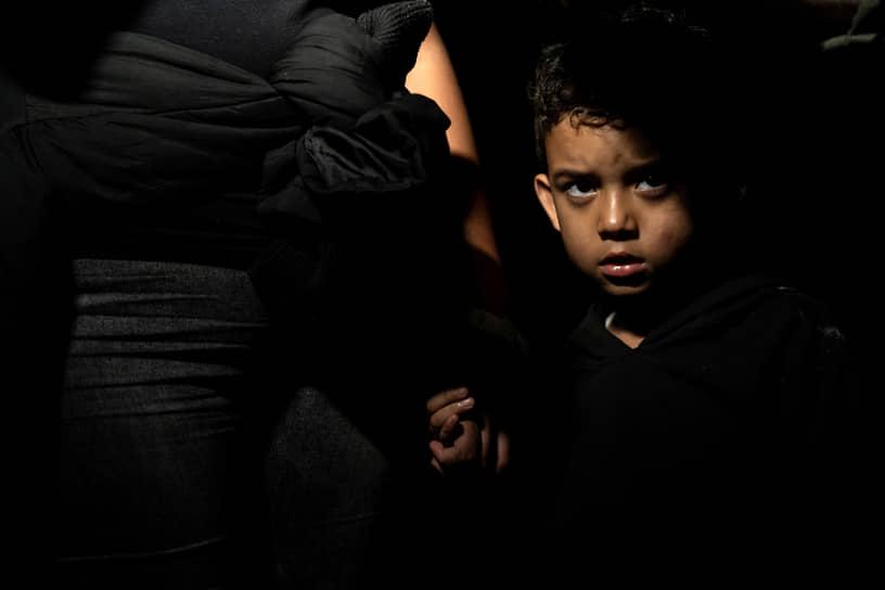 Рома, штат Техас, США. Мигранты из Мексики после перехода границы по реке Рио Гранде