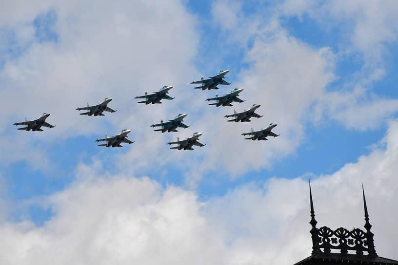 Самолеты Су-34, Су-30СМ и Су-35С на репетиции парада
