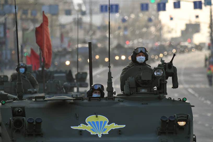 Проезд военной техники по улицам Москвы