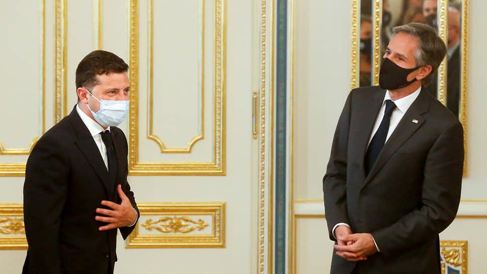 Президент Украины Владимир Зеленский (слева) и госсекретарь США Энтони Блинкен