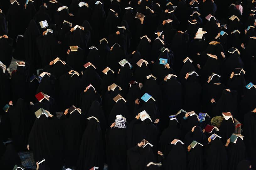 Эль-Куфа, Ирак. Мусульмане-шииты во время священного месяца Рамадан