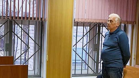 Бывший полицейский не признал в адвокате участника аферы  / Экс-сотрудник МВД дал показания по делу о вымогательстве денег у вора в законе