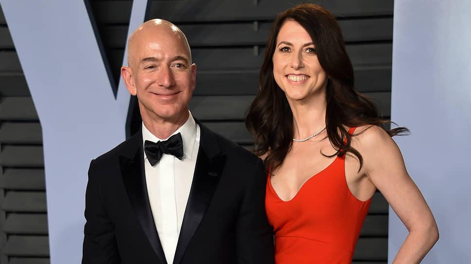 Основатель Amazon Джефф Безос и его жена Маккензи. В 2019 году пара развелась. После развода Маккензи стала одной из богатейших женщин в мире