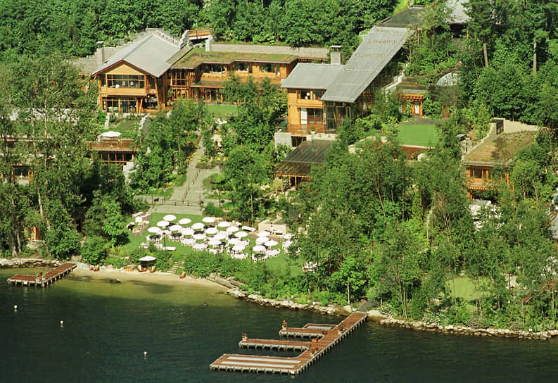 Осбоняк Билла Гейтса и Мелинда Френч на берегу озера Вашингтон в Медине (США). Строительство продолжалось 4 года. Было потрачено более $60 млн