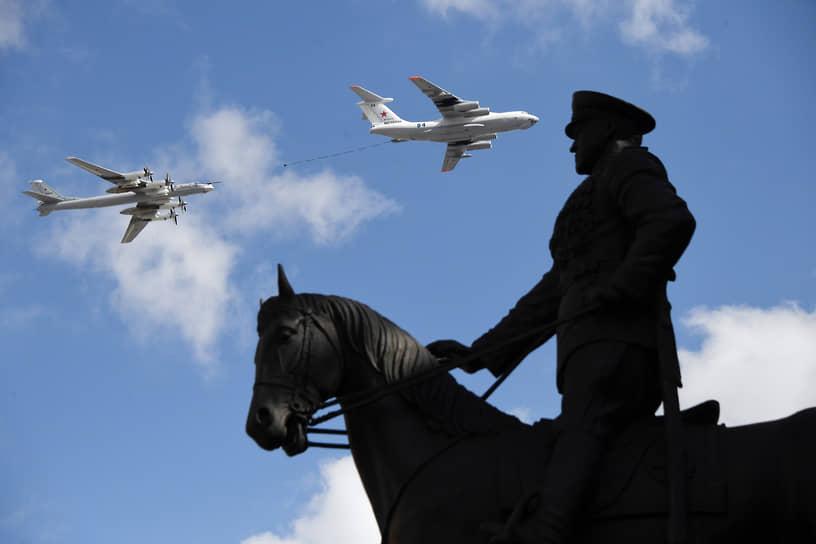 Москва. Самолет-заправщик Ил-78 на репетиции парада