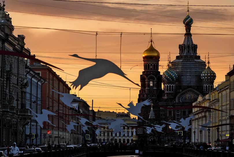 Санкт-Петербург. Храм Спаса на Крови и декорации над каналом Грибоедова