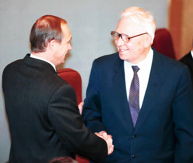В 1999-2003 годах — депутат Госдумы III созыва. Был избран по Томскому одномандатному округу, входил во фракцию КПРФ<br> На фото: с Владимиром Путиным, январь 2000 года
