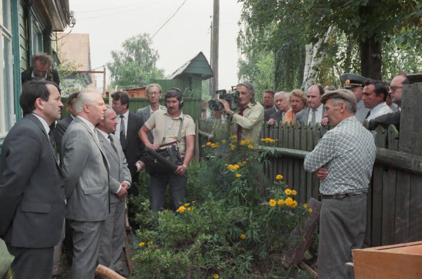 С 1989 по 1991 годы — народный депутат СССР. Получил депутатский мандат по квоте КПСС
