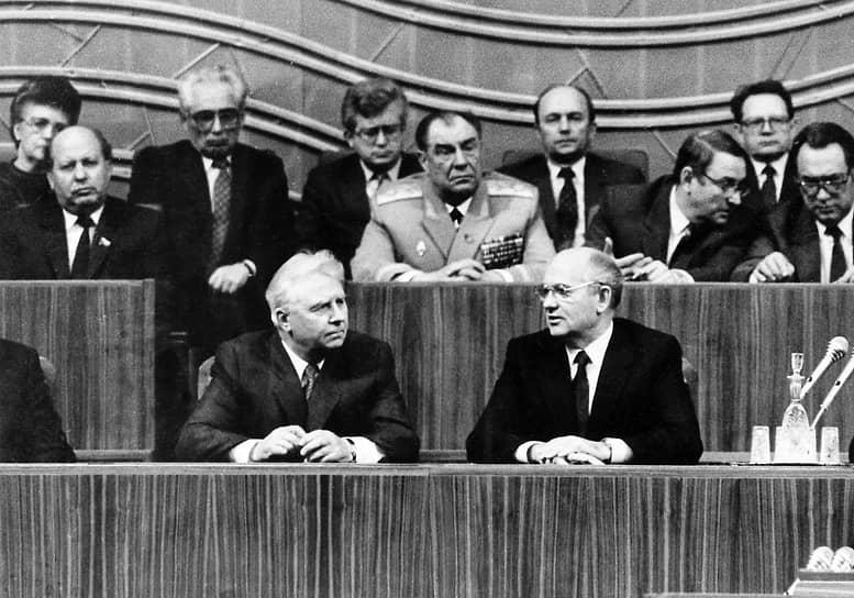 В апреле 1983 года по инициативе генсека ЦК КПСС Юрия Андропова и при поддержке члена Политбюро ЦК КПСС Михаила Горбачева (на фото справа) был переведен на работу в Москву, где до июля 1990 года занимал посты заведующего Отделом организационно-партийной работы ЦК КПСС и секретаря ЦК КПСС