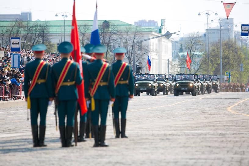 Екатеринбург. Военный парад на площади 1905 года