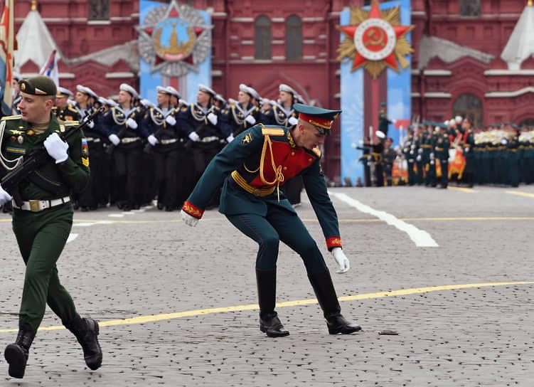 Москва. Военнослужащие во время парада Победы