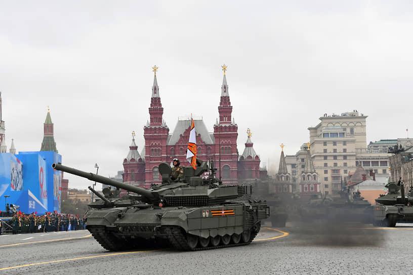 Москва. Военная техника во время парада на Красной площади