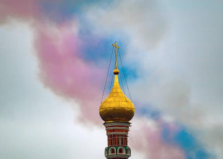 Москва. Триколор в небе в завершении парада Победы