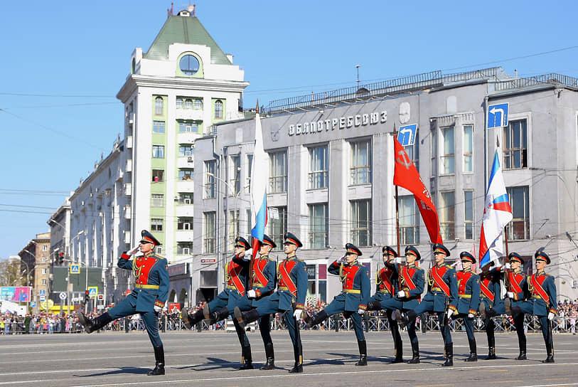 Новосибирск. Военный парад в честь Дня Победы