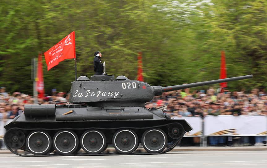 Волгоград. Военный парад, посвященный 76-й годовщине Победы в Великой Отечественной войне