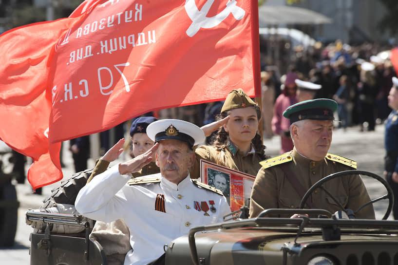 Севастополь. Военный парад на площади Нахимова