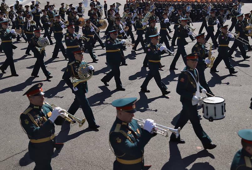 Санкт-Петербург. Музыканты военного оркестра на Дворцовой площади
