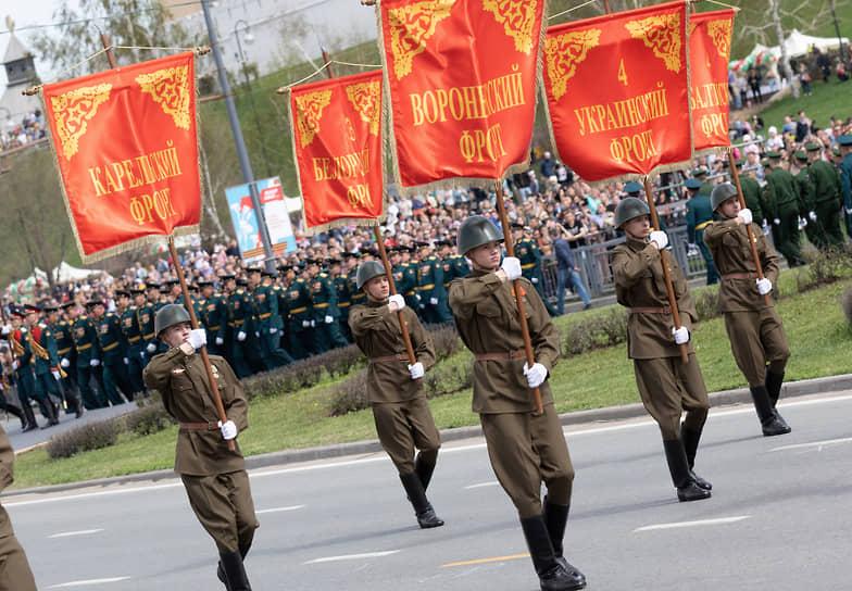 Казань. Военнослужащие во время парада Победы
