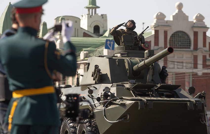 Новосибирск. Военный парад на площади Ленина