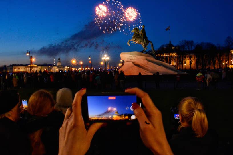Праздничный салют в Санкт-Петербурге