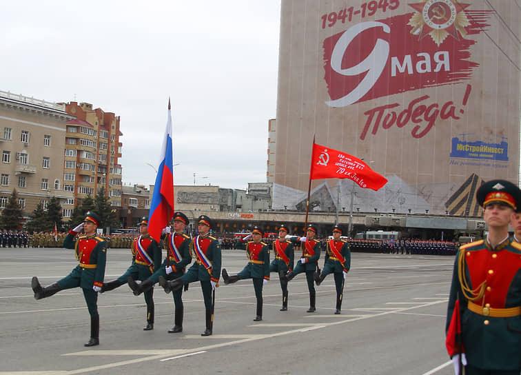 Ростов-на-Дону. Военный парад на Театральной площади