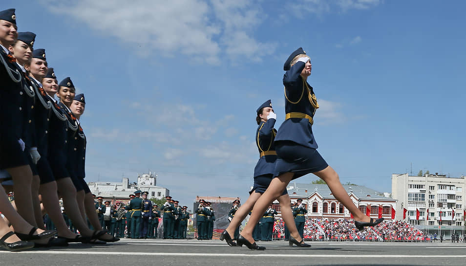 Самара. Военный парад в честь 76-летия Победы в Великой Отечественной войне на площади Куйбышева