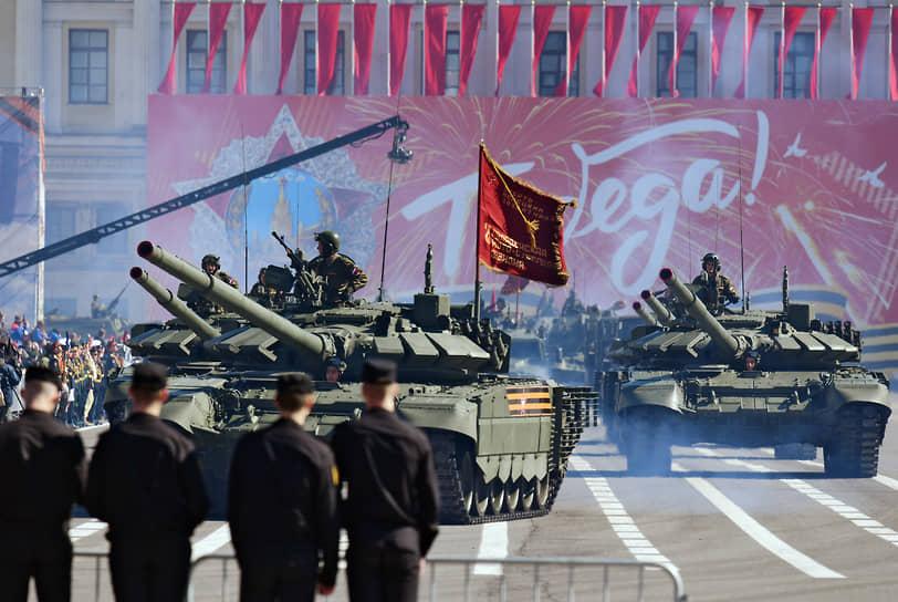Санкт-Петербург. Военный парад на Дворцовой площади