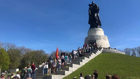 «Как можно было не прийти?»  / Русскоязычное население Берлина отметило День Победы в условиях локдауна