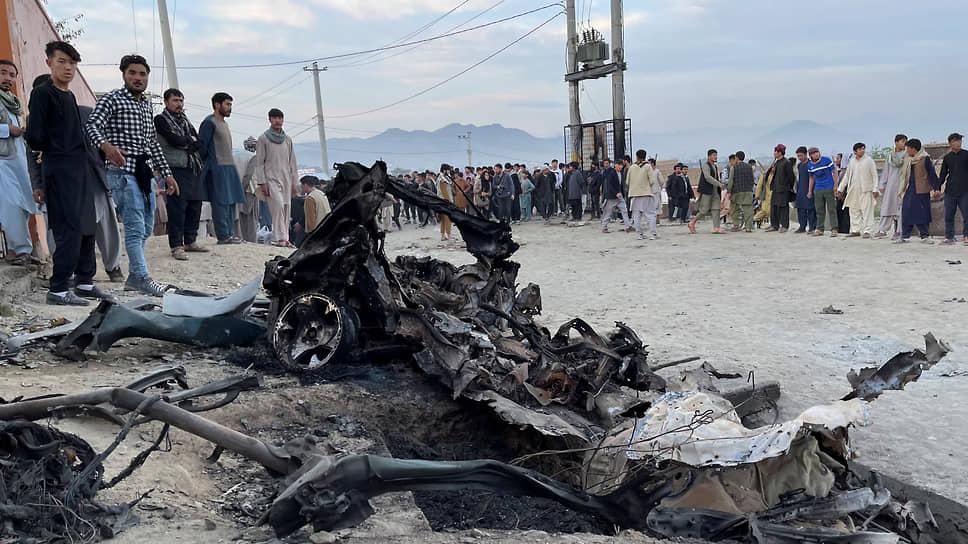 Взрыв начиненной взрывчаткой машины, припаркованной возле школы для девочек в Кабуле, унес жизни 68 человек, большинство из них — школьницы