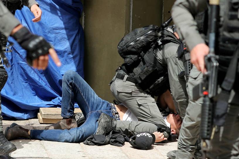 По данным на 10 мая, в столкновениях с израильскими силами безопасности на Храмовой горе в Иерусалиме пострадали более 300 палестинцев