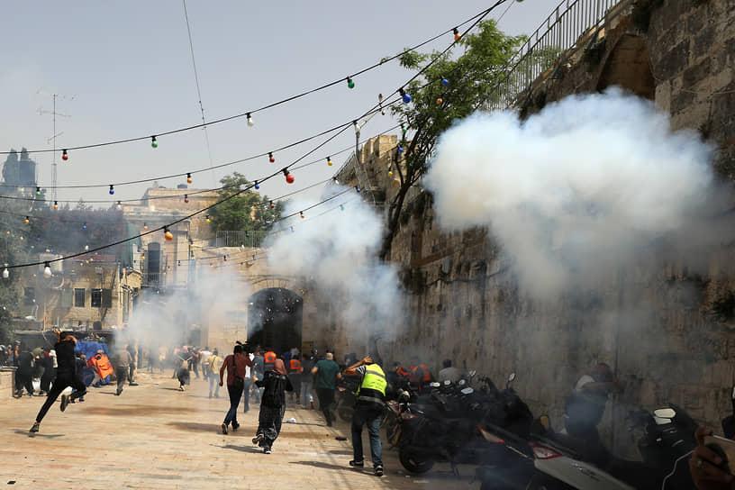 Израильская полиция обстреляла протестующих резиновыми пулями и применила слезоточивый газ
