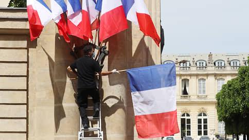 Во Франции к штыку приравняли перо // На этот раз к президенту обратились действующие военные