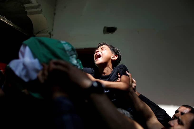 Сектор Газа. Похороны палестинца, убитого во время столкновений с израильскими силовиками